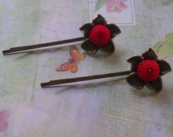 Vintage looking bobbypins with red flowers, girls, hairclips