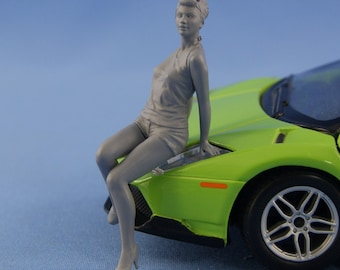 1/24 Pinup girl sitting on the hood figure for die-cast car models