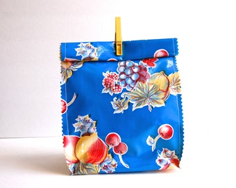 Oil cloth lunch bag in blue fruit