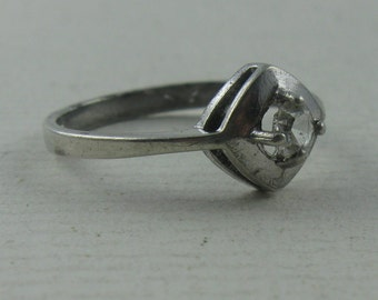 20% OFF. Midcentury: Casually elegant silver ring made of silver Ag 835 with cubic zirconia. Probably 60s. Vintage