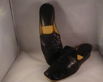 Vintage Jacques Levine Black Leather Slippers/ Shoes Size 8 (1980s)