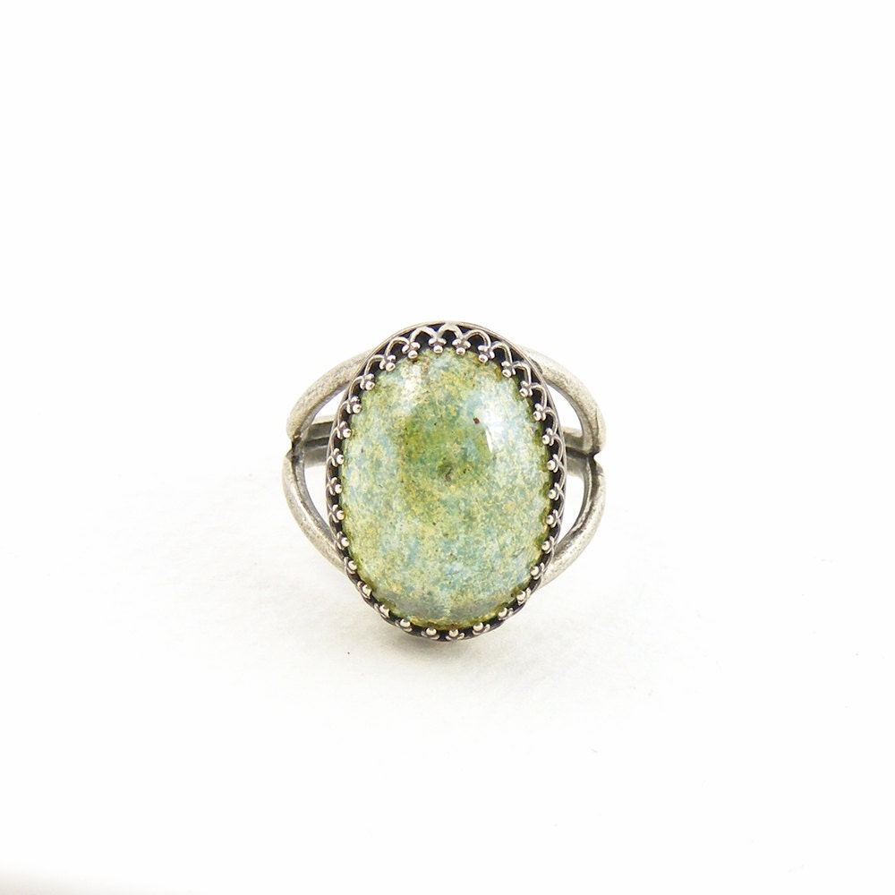 Moss Green Crystal Statement Ring, Vintage Inspired Glass Cocktail Ring, Vintage Crystal Jewelry