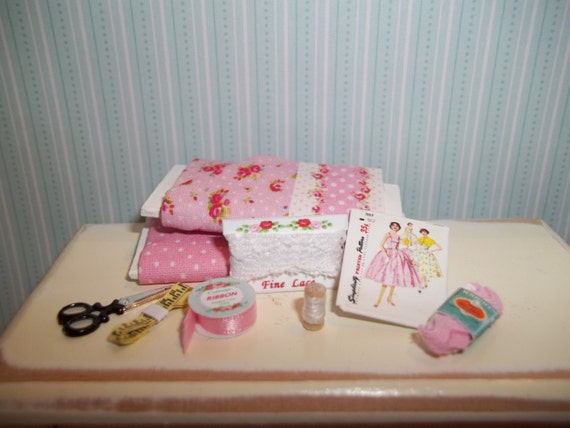 Dollhouse Miniature Sewing Set 2 - Shabby Pink