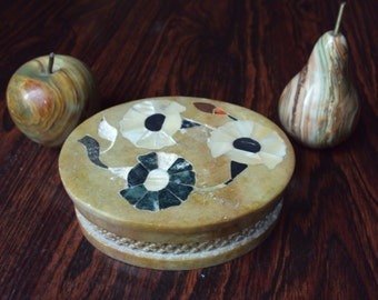 Beautiful jewelry box stone albattre dating from 50-60. product found in france.
