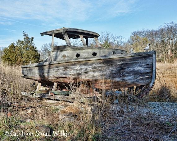 vieille barque bateau en bois squelette de bateau abandonn. Black Bedroom Furniture Sets. Home Design Ideas