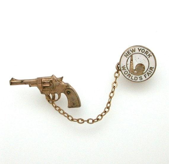 1939 new york world s fair souvenir pin enamel disc amp gun revolver