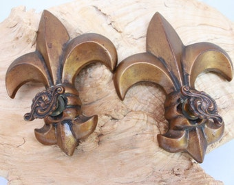 """Vintage  """"FLEUR DE LIS"""" Exquisite Copper clad metal Door /Cabinet knobs Pair!!"""