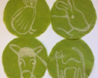felt placemat with animals, green