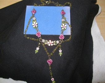 "Avon ""FASHION FLOWER"" Swag Necklace"