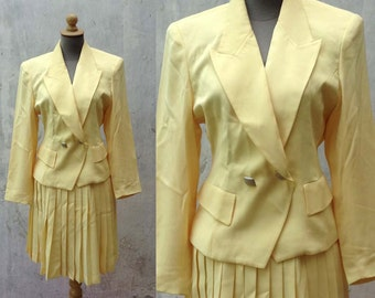 1980s vintage women two piece / skirt suit set in yellow pleated skirt formal wear 25' 26' 27' 28' 29' Size Small to Medium