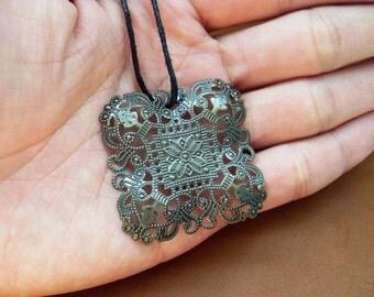Copper vinatge pattern necklace pendant