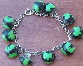 Charm bracelet vintage green and black plastic buttons