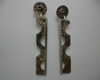 Crosslinked and oxidized silver earrings