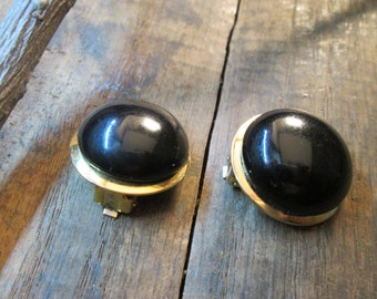 vintage glamour pat pend. gold tone black cabachon clip earrings