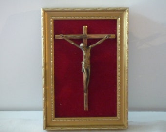 Vintage French golden frame Jesus on the cross 1950/1960 Gold Crucifix and red velvet