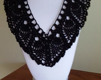 Crocheted pineapple lace necklace