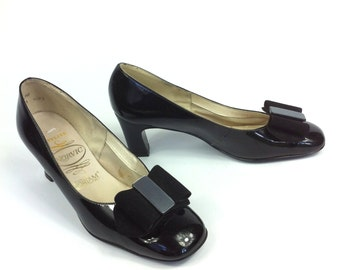 Ultra MOD Vintage 1960s Twiggy bow go go shoes by 'NORVIC'
