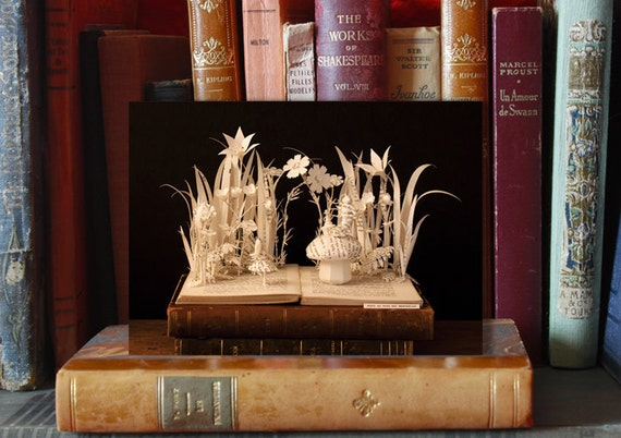 Postcard Book sculpture Alice in wonderland n-1