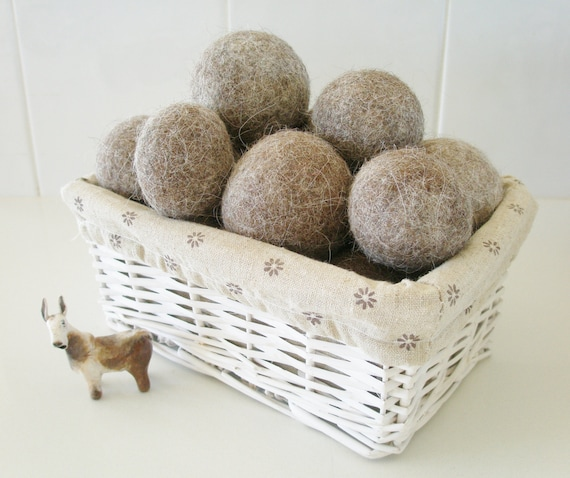 6 Llama Fibre Dryer Balls with Drawstring Bag.