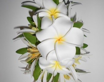 PLUMERIA ARIA-Hawaiian hair clip,Tropical flower Clip,White Plumeria hair clip,Hula flowers,Hawaii,Weddings,Beach Brides,Pinups hair clip.