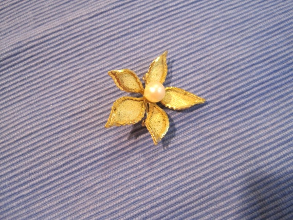 Vintage Flower Brooch, Gold Tone and Pearl