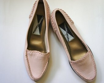 SOLD // 90s Mootsies Tootsies pink leather moccasins flat shoes ballerina flats size 6
