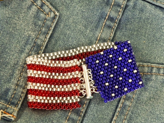 American flag peyote stitch bracelet pattern make it in for Patriotic beaded jewelry patterns