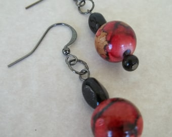 Mia - Red and beige earrings