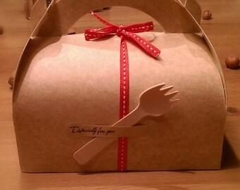 Handle pastry box