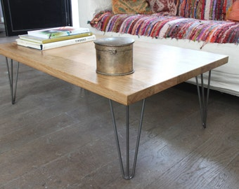 Coffee table in solid oak and hairpin legs