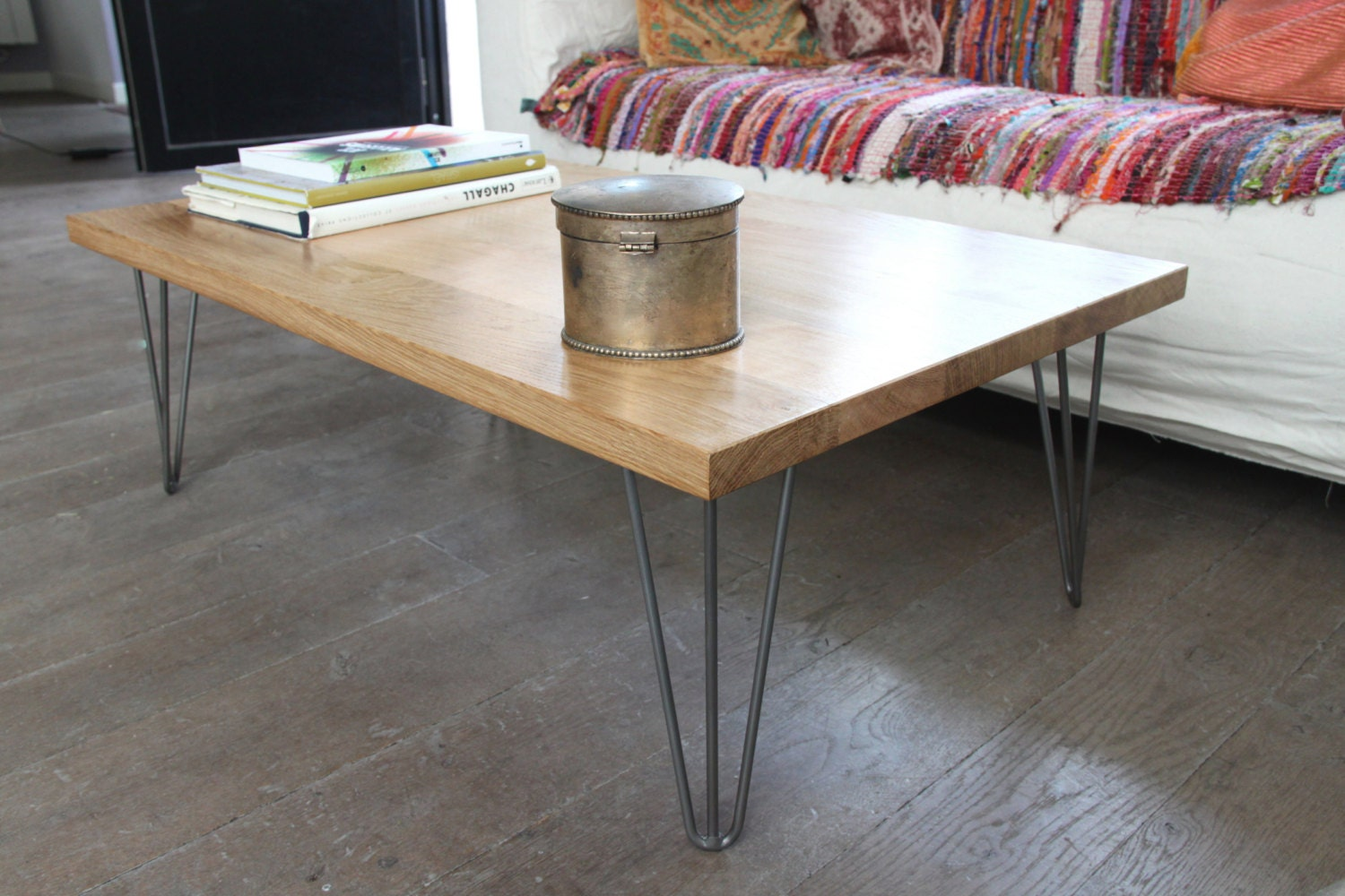 Coffee table in solid oak and hairpin legs for Table salle manger bois brut