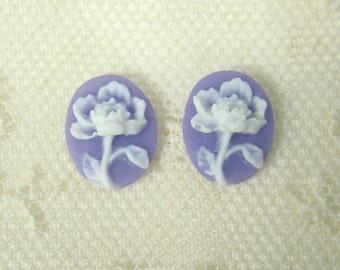 10x8 Flower Cameo (2) White on Purple 15-110-purple