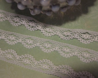 White Dainty Scallop Lace Trim Edging