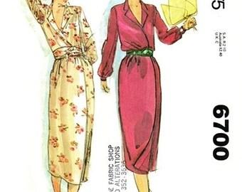 McCall's 6700 Must Have Wrap Dress 1979 / SZ8 UNCUT