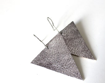 Minimal Earrings | Geometric design | eco-friendly | Reclaimed leather