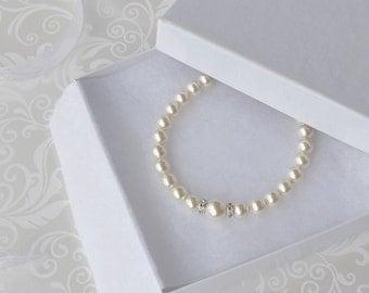 Ivory Pearl Bridal Bracelet, Pearl and Crystal Bracelet, Bridesmaid Gift, Wedding Jewelry, Simple Pearl Bracelet, Swarovski Cream Pearl