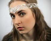"Head wreath in white leather ""Nouveau Deco"""