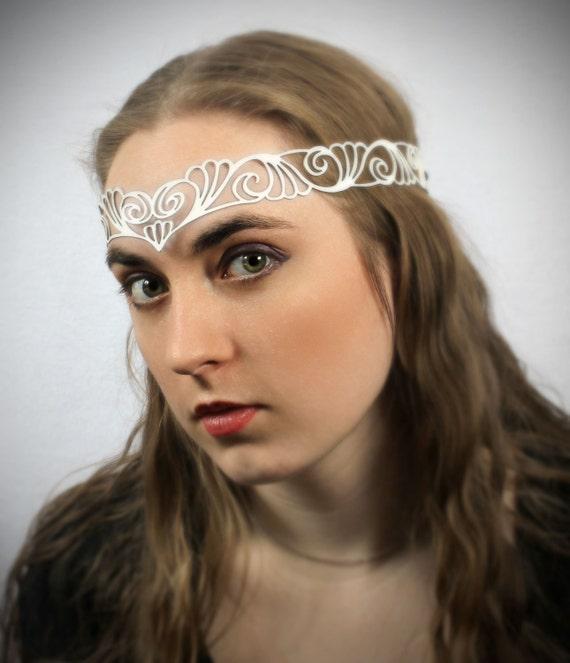 "Head wreath in white leather ""Nouveau Deco"""