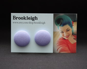 COLOUR ESSENTIALS Earrings, fabric covered 23mm (7/8 inch), rockabilly/retro/vintage inspired - Lilac