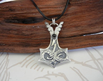 Jörmungandr Style Silver Thor's Hammer Pendant with Onyx