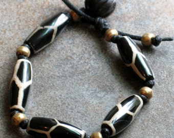 Tribal Giraffe Bracelet, Hand-Knotted Bracelet with Black Agate and African Brass //Boho//Ethnic//Gypsy//Hipster - Black Giraffe