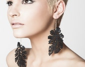 Lace earrings - Ostrich feathers - Black lace with gold or silver finish