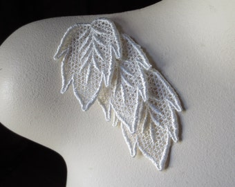 3  Lace Applique Leaves, IVORY Venise Lace for Bridal, Jewelry, Headbands, Applique, Costumes