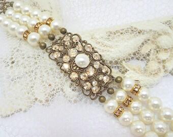 Crystal Bridal bracelet, Pearl Wedding bracelet, Antique gold bracelet, Wedding jewelry, Swarovski crystals bracelet, Bridal jewelry