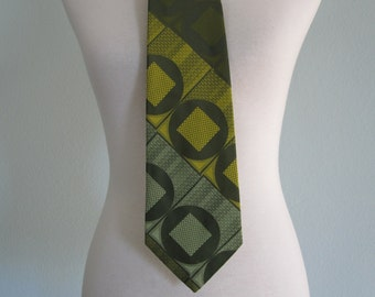 CLEARANCE Vintage 1970s Necktie - Mod Green and Yellow Tie - 70s Citrus Green Marshall Field's Tie