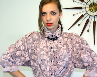 Vintage 80s Pink & Black Button Down Blouse Novelty Print Travel Stamps Three Quarter Sleeve Oversized Long Tails 1980s Boxy Ladies Shirt