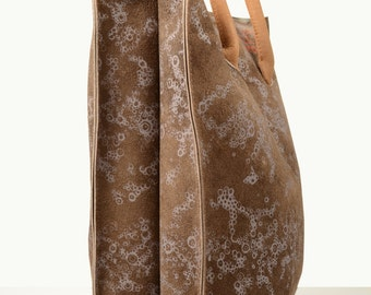Brown leather tote with lilac print