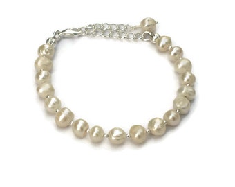 Freshwater Pearl Bracelet, Gifts for Bridesmaids Maid of Honor Flower Girl Women Mom Wife Sister Daughter Grandma Under 20