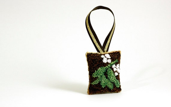 Mistletoe Christmas Ornament. Punch Needle Embroidery. Winter, Holiday ...