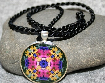 Daisy Mandala Pendant Necklace Boho Chic New Age Sacred Geometry Hippie Kaleidoscope Flower Child Gypsy Unique Gift For Her Daisy Delight
